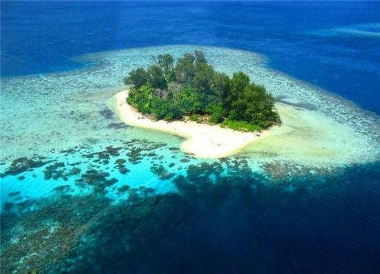 GIZO HOTEL PRIVATE ISLAND GREAT FOR DAY TOURS