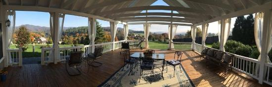 Apple Hill Inn: Fall Foliage