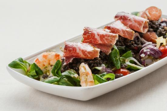 Restaurante La Palmera: Ensalada de lentejas, langostinos, jamón ibérico y vinagreta de menta