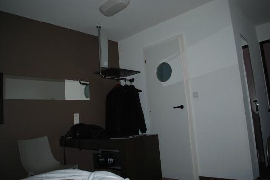 Hôtel Le Bugatti : chambre 1