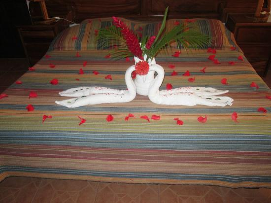 Hotel Inn on the Park: Towel decorations they made for our engagement day