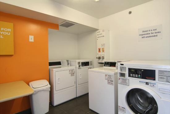Motel 6 Cleveland-Willoughby: Laundry