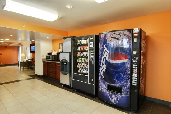 Motel 6 Cleveland-Willoughby: Vending