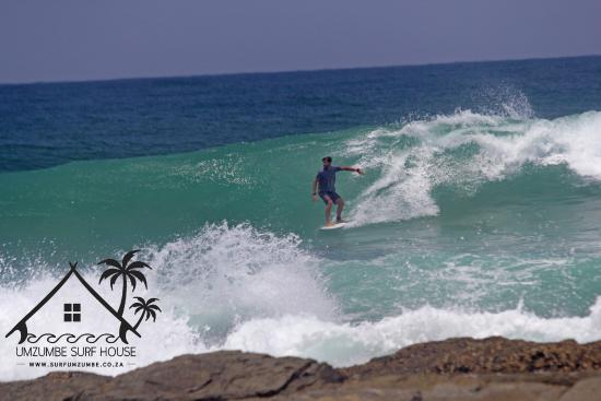 Umzumbe Surf House & Surf Camp: The Surf right out front