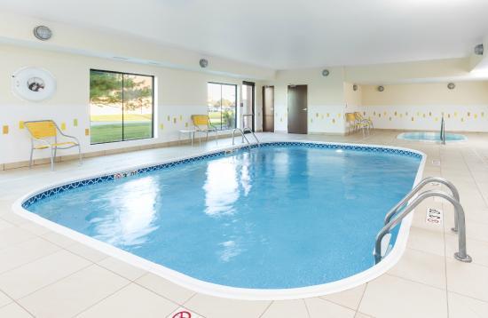 The indoor pool of the Fairfield Inn & Suites Galesburg
