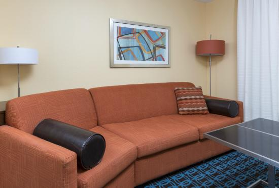 Fairfield Inn & Suites Galesburg: Relax on the sofa bed in our king suite