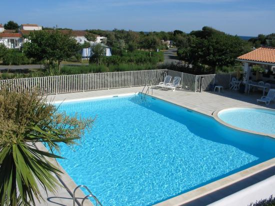 Piscine chauff e picture of camping essi ars en re for Piscine chauffee