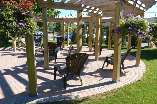 Oasis By The Bay Vacation Resort: Outdoor fire pit guest seating area
