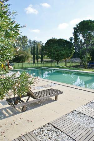 Côté Provence : Vue piscine sécurisée