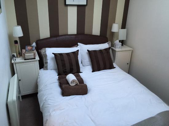 Reubens Court Apartment: bedroom no#1 ruebens court