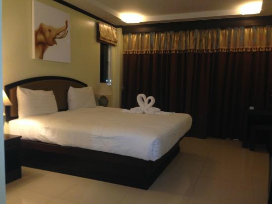 Baan Sailom Hotel: Bed