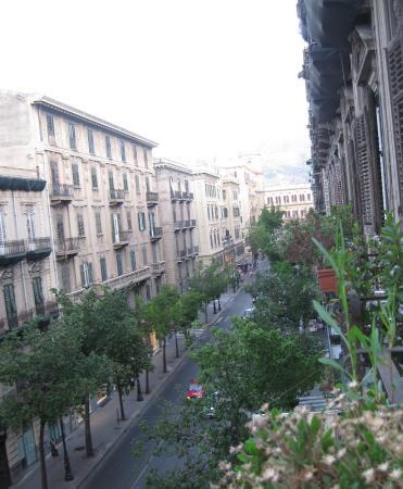 """Hotel del Centro: """"Vista dal balconcino"""""""