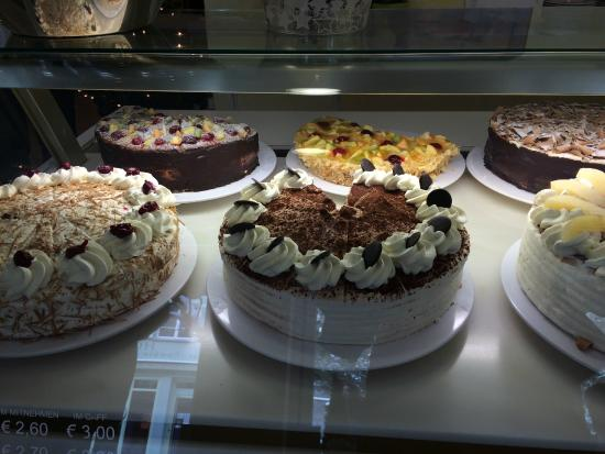 Cafe Gross: fresh cakes