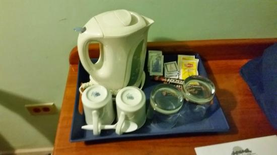 Grafton Beach Resort: coffee and tea in room