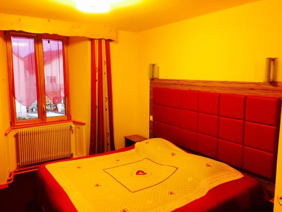 Hotel Ty Nordic: Chambre romantique, chaleureuse et accueillante. La propreté est sans faille.