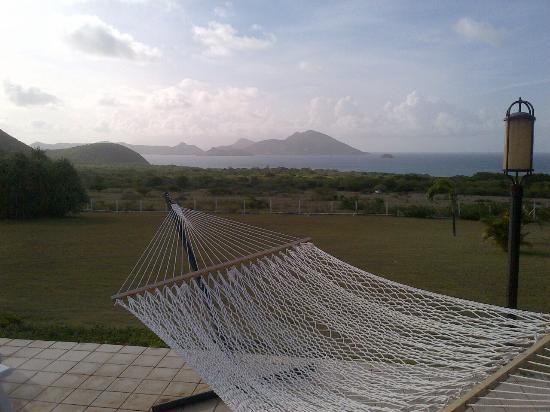 Mount Nevis Hotel Restaurant: Hammock at pool