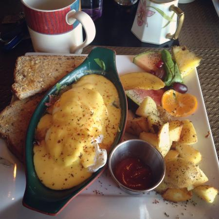 "The 878 Waterfront Bistro: ""Bistros Baked Egg's Florentine"" MMM"