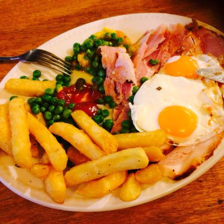 The Red Lion Boldre: Ham, egg, chips, peas and piccalilli main