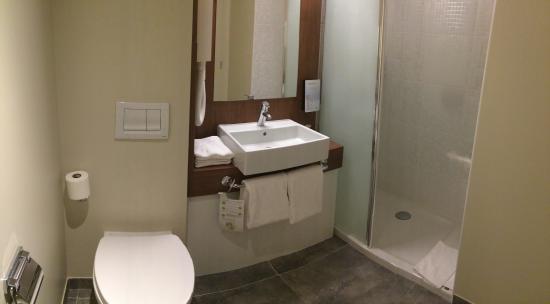 Campanile Nancy Centre - Gare : Salle de bain