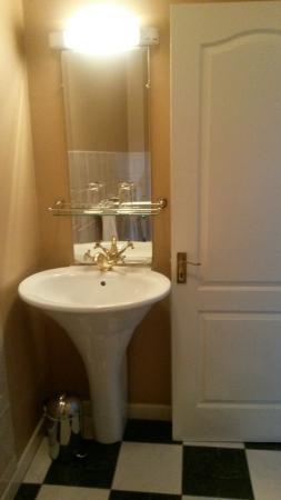 Atlantic Hotel: Bathroom
