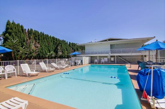 Motel 6 Santa Barbara - State Street: Pool