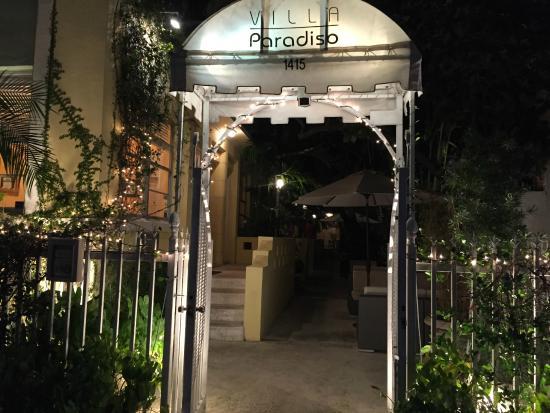 Villa Paradiso: L'entrée de l'hôtel