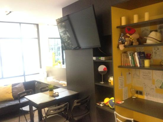 Free Hostels: Living Room