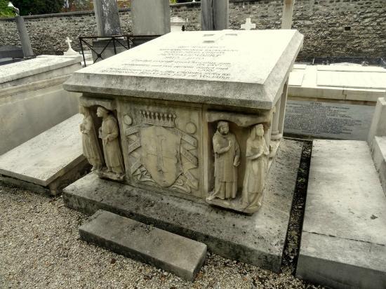 Pictus Cemetery (Cimetiere de Picpus): Une très belle tombe d'une famille anti-révolutionnaire !