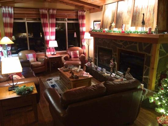 Copper Kettle Lodge: Festive Sitting Room