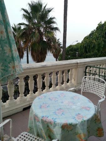 Hotel Villa La Brise: La terrasse...