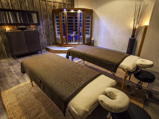 Couples Infrared Sauna And Steam Shower With Massage Room
