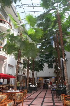 Hotel Bidakara Grand Savoy Homann Bandung: mooie eetzaal