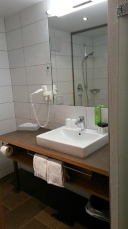Hotel Alpenleben: Rechterkant van badkamer