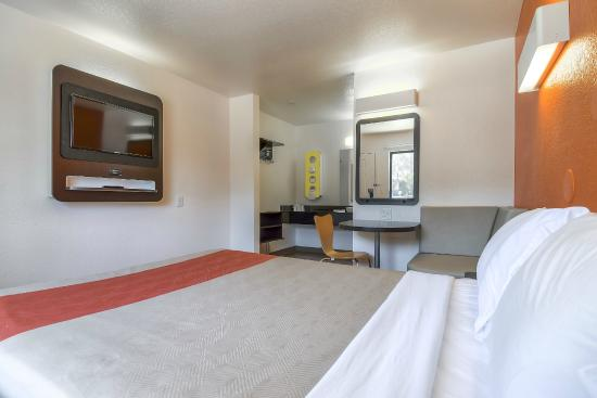 Motel 6 San Diego Hotel Circle- Mission Valley: Guest Room