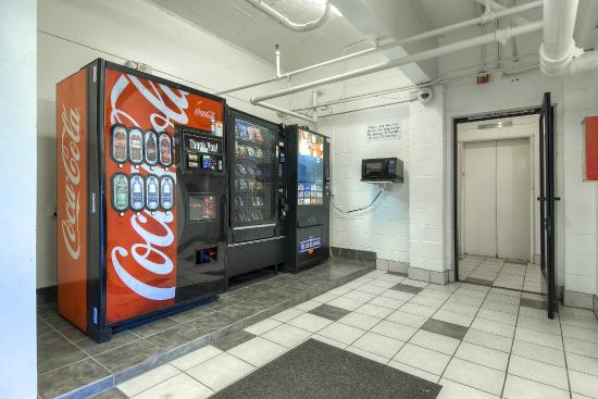 Motel 6 San Diego Hotel Circle- Mission Valley: Vending