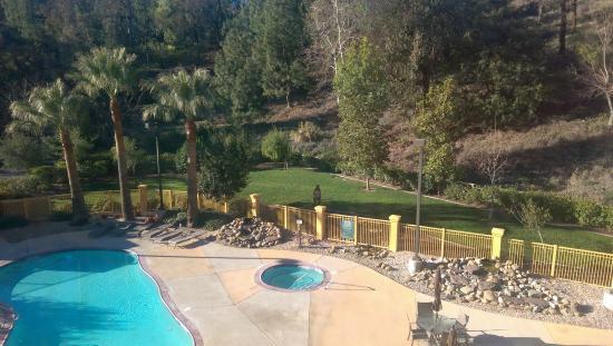 La Quinta Inn & Suites Santa Clarita - Valencia: Pet Area behind hotel.