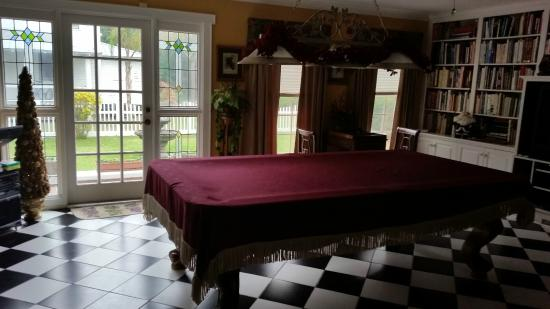 Three Oaks Bed and Breakfast : The billiard & gaming room