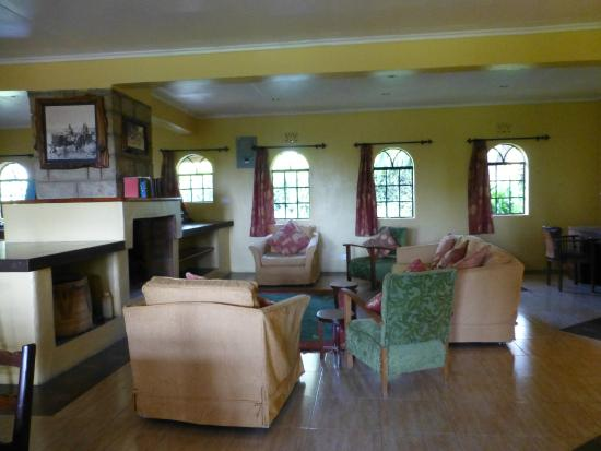 Kembu Cottages : Lounge with open fire
