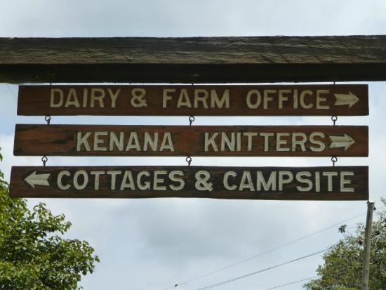 Kembu Cottages: Entrance