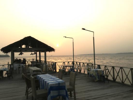 Le Dernier Comptoir Colonial: Sunset behind the pier