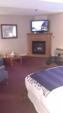 Fireside Inn & Suites: very spacious room