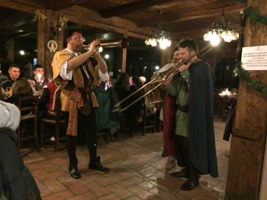 Le Querce di Assisi: Cena medioevale