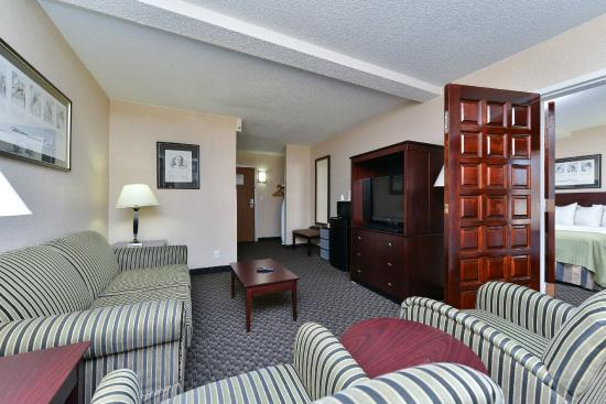 Clarion Hotel Richmond Central: King Suite