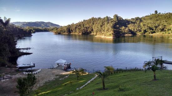 Hotel Pietra Santa: Vista de la represa de Guatapé desde el hotel