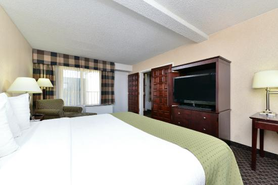 Clarion Hotel Richmond Central : King Suite