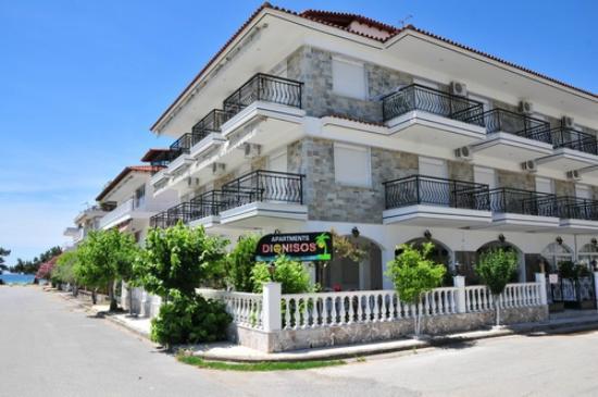 Dionisos Apartments: Building