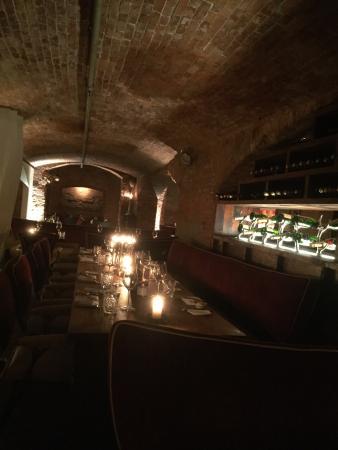 EAST Restaurant: Canto romântico