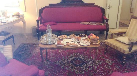 Relais San Lorenzo: Colazione. Tavolo dei biscotti e delle brioche