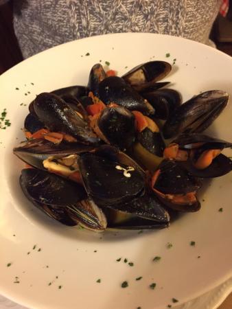 Ristorante Piccolo Martini : Yummy mussels! I loved it