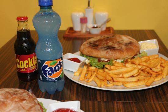 xxl burger mit pommes bild von bosna imbiss hamburg tripadvisor. Black Bedroom Furniture Sets. Home Design Ideas